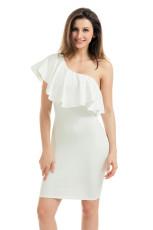 Платье коктейльное из белого одно плечо