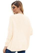 เสื้อสเวตเตอร์ถักสีขาวแบบกว้าง ๆ ยาว ๆ