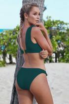 Grün geknotete Bikini-Badebekleidung