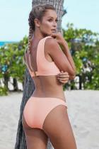 Rosa geknotete Bikini-Badebekleidung