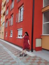 赤いシフォン不規則な裾半袖プリーツドレス