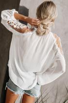Biała koronkowa bluzka z oficjalnym zaproszeniem