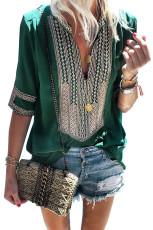 Πράσινο μανίκι μανίκια μπροστά από μπλούζα