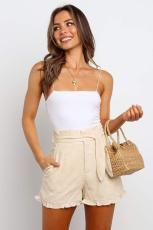Beigefarbene Getaway-Shorts mit hohem Bund und Rüschen