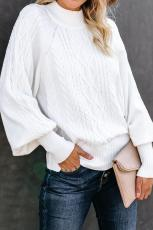 Weißer Housewarming-Pullover mit Zopfmuster und Ballonärmeln