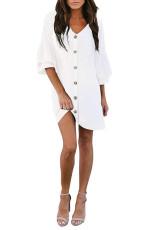 Witte jurk met V-hals, knoopsluiting en klokmouwen