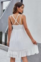 白いかぎ針編みレースフリルドレス