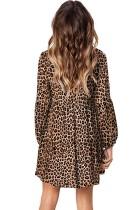 Robe tunique fluide à encolure en V et volants léopard