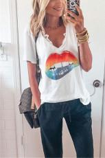 V Yaka Seksi Ağız Beyaz T-shirt