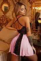 甘いピンクのレースのナイトドレスのベビードール