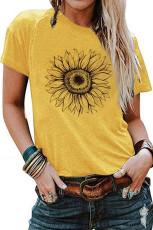 Желтая футболка с подсолнухом