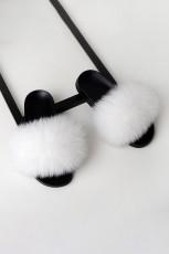 Witte pluizige pantoffels