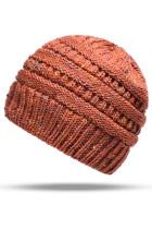 Hnědá zimní pletená čepice s culíkem