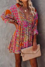 Meerkleurige mini-jurk met V-hals, 3/4 mouwen en vintage print