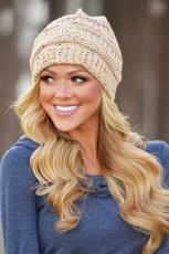 Béžová pletená čepice s barevnými skvrnami