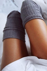Šedé pletené teplé ponožky přes koleno