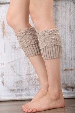 Beige gestrickte Beinwärmer Socken