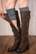 Graue gestrickte Beinwärmer Socken