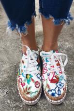 Platta skor med etniskt tryck