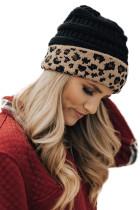 Черная вязаная шапка с леопардовым принтом