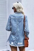 Niebieska kurtka dżinsowa z przetarciami