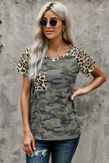 T-shirt do bolso Camo do leopardo