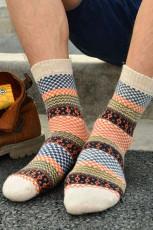 Moniväriset painetut neulotut sukat