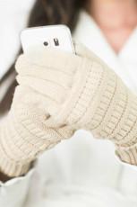 Бежевые вязаные зимние перчатки с замшевой нашивкой