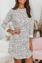 Minivestido de manga larga con cuello redondo y estampado de leopardo