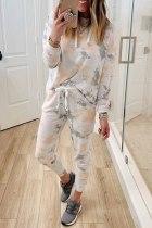 Top casual con cappuccio tie dye bianco e pantaloni con coulisse