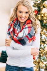Красно-белый шарф-одеяло в клетку