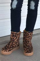 Leopardikuvioiset lumisaappaat