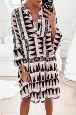 Geometrisk trykk V-hals Flare Halvlange ermer Ruffle Swing Mini kjole