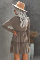 Серое свободное мини-платье с рюшами и длинными рукавами