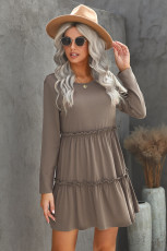 Grijze, solide mini-jurk met lange mouwen en ruches