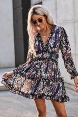 Blå flæse detaljer med åben ryg blomster kjole