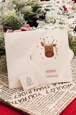 Schneiden Sie Weihnachtskarte mit Hirschmuster aus