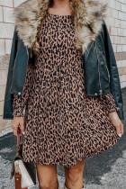 Minivestido de manga larga con cuello redondo y volantes de leopardo