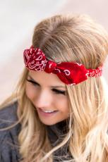 Fita de cabelo com estampa floral vermelha