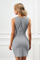 Szara sukienka typu bodycon z wycięciem na przodzie