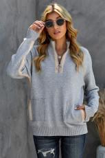 Серый уютный свитер на молнии 1/4 с высоким воротом и карманом