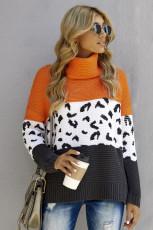 Оранжевый вязаный пуловер с высоким воротом и спайкой