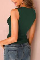 Зеленая короткая повседневная майка с шипами и несколькими ремешками