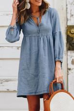 Небесно-голубое повседневное мини-платье с V-образным вырезом и рукавами-фонариками