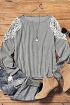 Блузка с длинными рукавами и вырезом из кружева