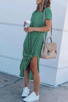 Zielona sukienka midi z krótkim rękawem i wysokim rozcięciem