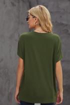 Зеленая однотонная футболка с короткими рукавами и круглым вырезом