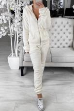 Fehér polár pulcsi és nadrág sportruházat