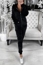 Fekete polár pulcsi és nadrág sportruházat