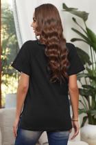 Musta V-kaula-aukkoinen lyhythihainen puuvillasekoitteinen t-paita, jossa etutasku ja sivuraot